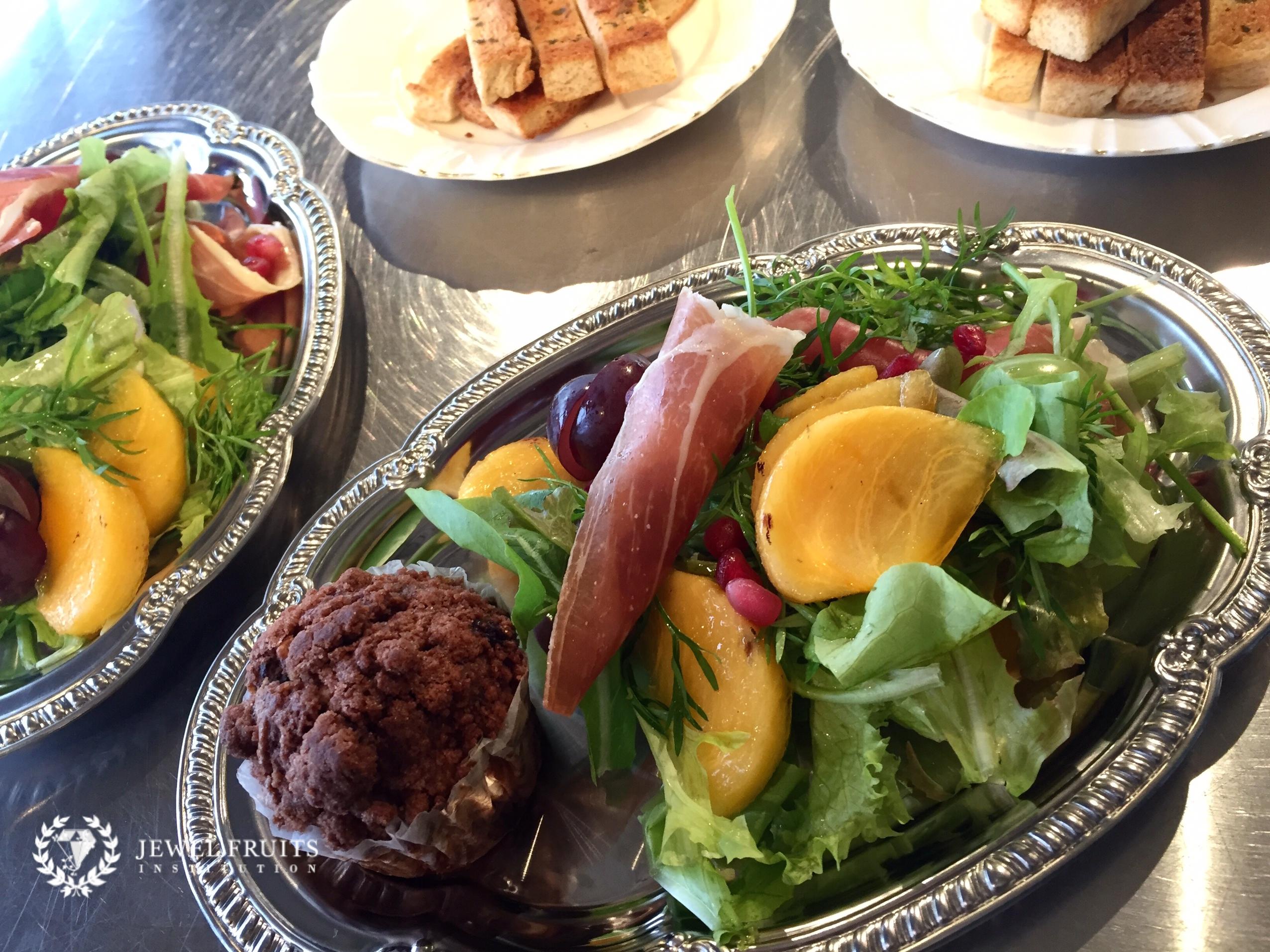柿と生ハムのサラダ2